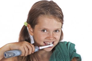 Zahnputztechnik - Nicht immer empfehlenswer: Elektrische Zahnbürsten für kleine Kinder