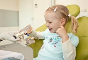 Früherkennungsuntersuchung - Richtiges Zähneputzen muss früh gelernt werden